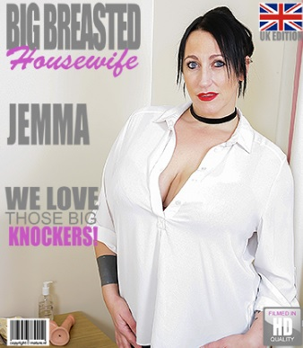 1_Mature.nl_presents_Jemma__EU___42__in_British_big_breasted_housewife_fingering_herself_-_20.12.2016.jpg