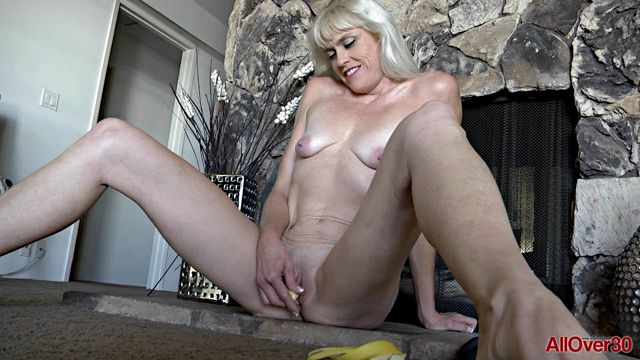 Watch Online Porn – Allover30 presents Angelique H in 42 years old Mature Pleasure – 29.12.2016 (WMV, FullHD, 1920×1080)