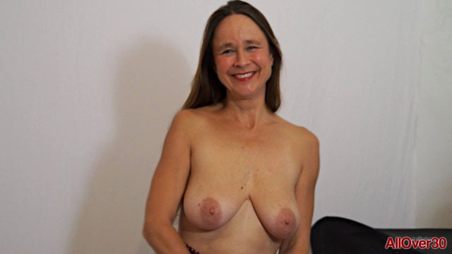 Watch Online Porn – Allover30 presents Josie Posie 51 years old Interview – 19.12.2016 (WMV, FullHD, 1920×1080)