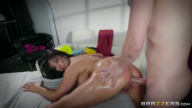 Brazzers_-_DirtyMasseur_presents_Raven_Hart_in_Workers_Cumpensation_-_26.12.2016.mp4.00015.jpg