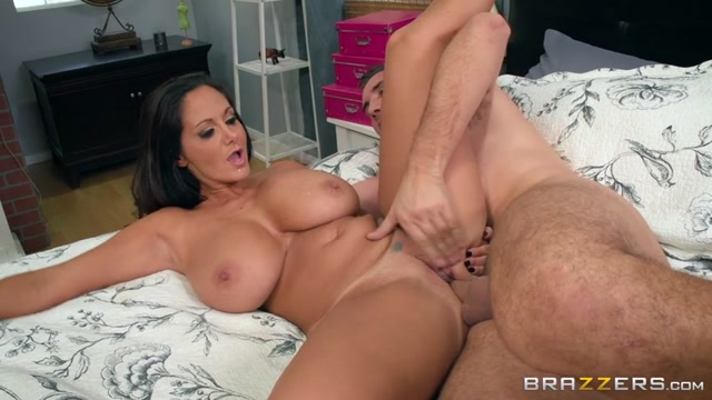 Brazzers_-_RealWifeStories_presents_Ava_Addams_in_Stay_Away_From_My_Daughter__Part_2_-_17.12.2016.mp4.00015.jpg