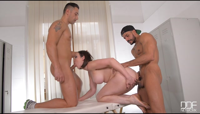 DDFNetwork_-_HandsOnHardcore_presents_Yasmin_Scott_in_Masseuse_Double_Stuffing__Two_Studs_Fuck_Brunette_Milf_-_28.12.2016.mp4.00014.jpg