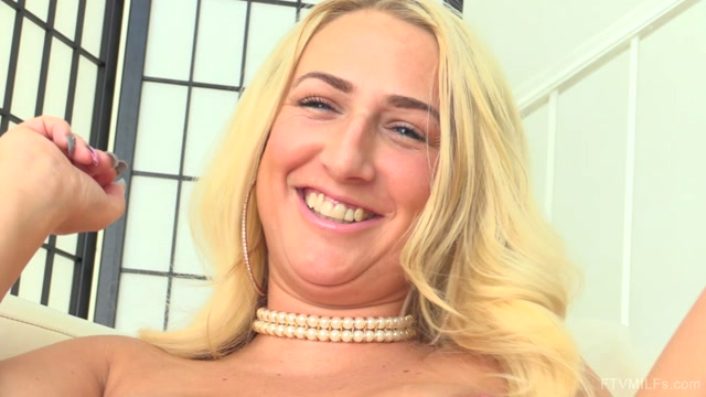 Watch Online Porn – FTVMilfs presents Quinn in Jingle Her Bells – Naughty Is The New Nice – Part 4 – 25.12.2016 (MP4, FullHD, 1920×1080)