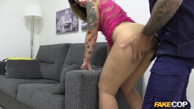 Watch Online Porn – FakeHub – FakeCop presents Lulu Pretel in Hot Web Cam Model Performs for Cop – 19.12.2016 (MP4, SD, 854×480)