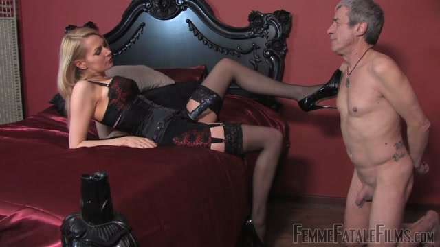 Femmefatalefilms_presents_Mistress_Eleise_de_Lacy_-_Worship_My_Strap-on.mp4.00003.jpg