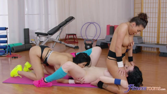 FitnessRooms_presents_Lady_Dee__Nikita_Ricci__Vanessa_Decker_in_Post_gym_workout_lesbian_threesome_-_14.12.2016.mp4.00011.jpg