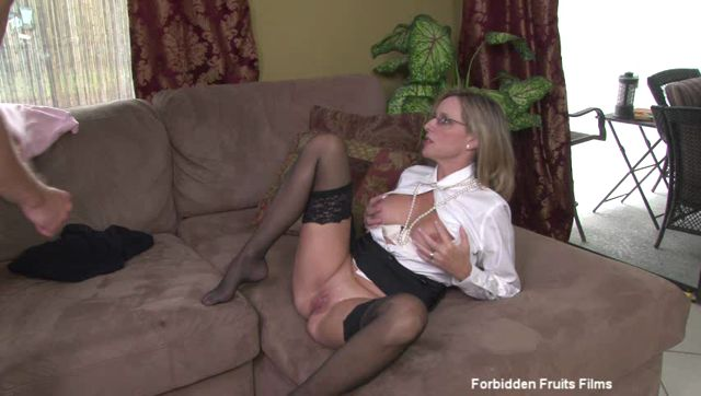 Jodi_West__Frankie_Vegas__Levi_Cash_in_Mother-Son_Secrets_2.wmv.00009.jpg