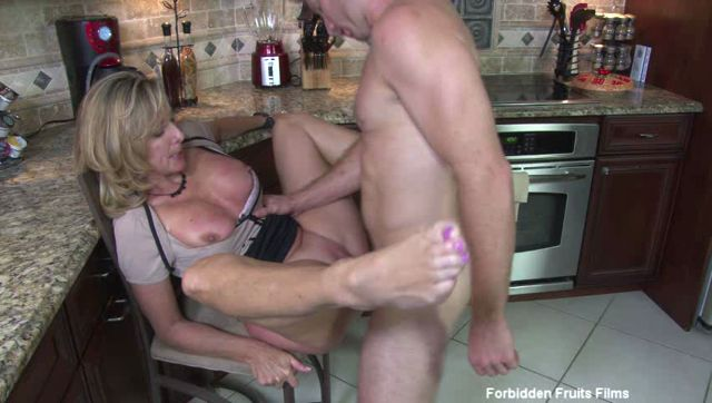 Jodi_West_in_Memoirs_Of_Bad_Mommies_12.wmv.00001.jpg