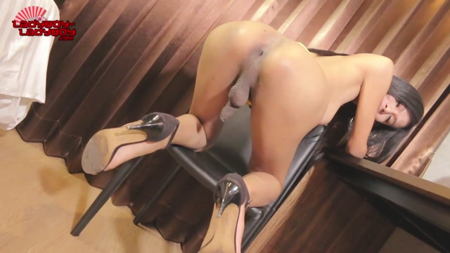 Ladyboy-ladyboy_presents_Beautiful_Natty_Strokes_Her_Cock__-_13.12.2016.mp4.00006.jpg