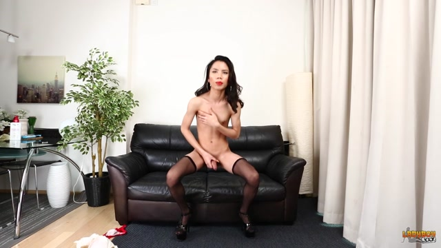 Ladyboy.xxx_presents_Sexy_Toey_Plays_With_Her_Cock__-_12.12.2016.mp4.00013.jpg