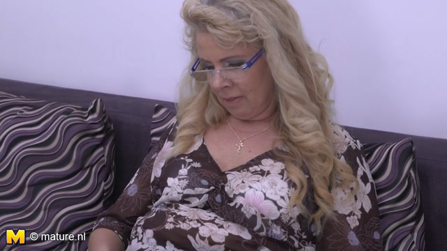Mature.nl_presents_Elize_K.__55__in_Fresh_mature_lady_fingering_herself_-_19.12.2016.mp4.00000.jpg