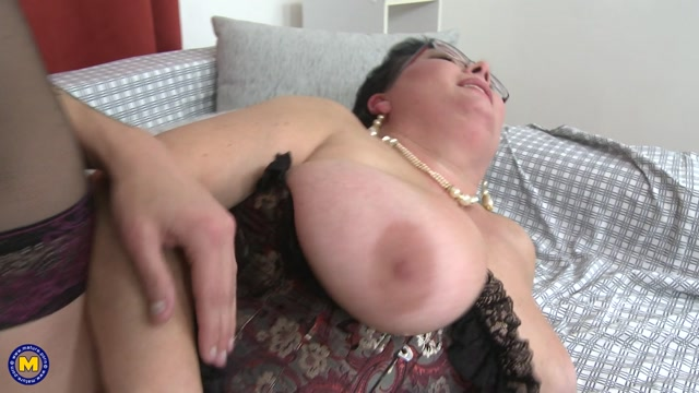 Mature.nl_presents_Moira_V.__49__in_Big_breasted_BBW_doing_her_toyboy_-_23.12.2016.mp4.00010.jpg
