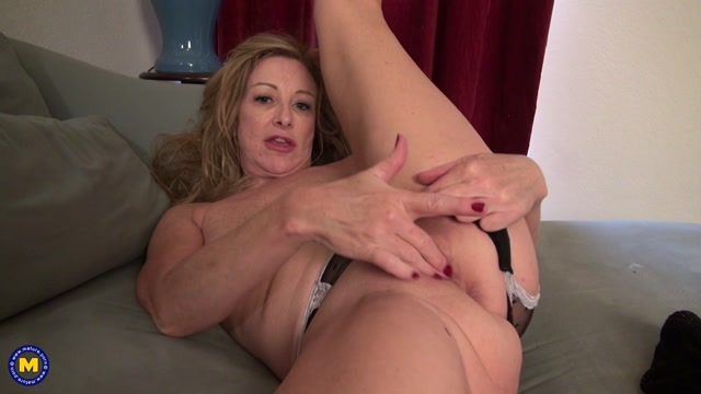 Watch Online Porn – Mature.nl presents Rachel M. (52) in American housewife fooling around – 23.12.2016 (MP4, FullHD, 1920×1080)