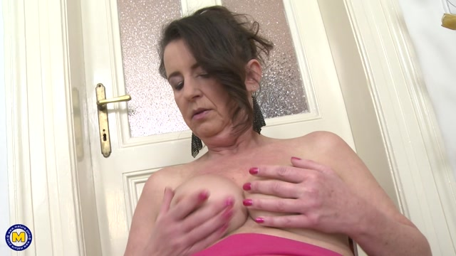 Mature.nl_presents_Ruzena__47__in_Horny_housewife_fooling_around_-_20.12.2016.mp4.00010.jpg