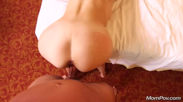 MomPov_presents_Janessa_in_MILF_sparks_up_first_porn_-_06.12.2016.mp4.00011.jpg