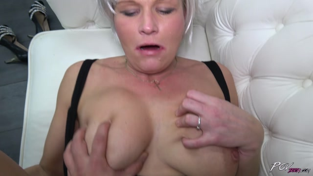 POVBitch_presents_Clarisa_in_Platinum_Blonde_Mom_-_28.12.2016.mp4.00011.jpg