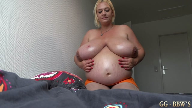 Pregnant_Emilia_Boshe_and_her_german_mega_tits.avi.00006.jpg