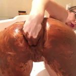Scat – Girl covered feces in bath masturbates dirty anal hole and pussy