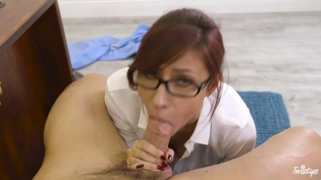 Watch Online Porn – Twistys – TwistysHard presents Jade Jantzen in Junk Male – 01.01.2017 (MP4, SD, 854×480)