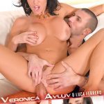 DDFNetwork – HandsOnHardcore presents Veronica Avluv in Hardcore Pastimes: Squirting Milf Fucked On The Couch! – 25.01.2017