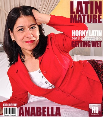 1_Mature.nl_presents_Anabella_E.__45__in_Latin_housewife_fooling_around_-_26.01.2017.jpg