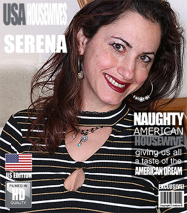 1_Mature.nl_presents_Serena_C.__38__in_American_housewife_playing_with_her_toys.jpg