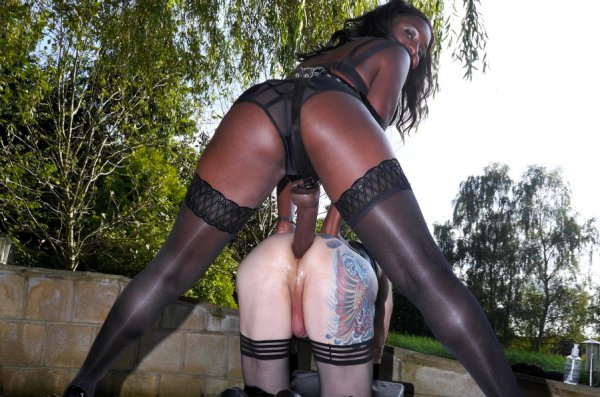 1_TheEnglishMansion_presents_Lady_Lucea_in_Summer_Strapon.jpg