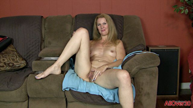 Allover30_presents_Lacy_F_49_years_old_Interview_-_19.01.2017.wmv.00014.jpg