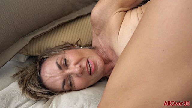 Watch Online Porn – Allover30 presents Lillian Tesh 55 years old Ladies with Toys – 18.01.2017 (WMV, FullHD, 1920×1080)
