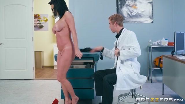 Watch Online Porn – Brazzers – DoctorAdventures presents Veronica Avluv in Mom Visits Doc – 29.01.2017 (MP4, SD, 854×480)