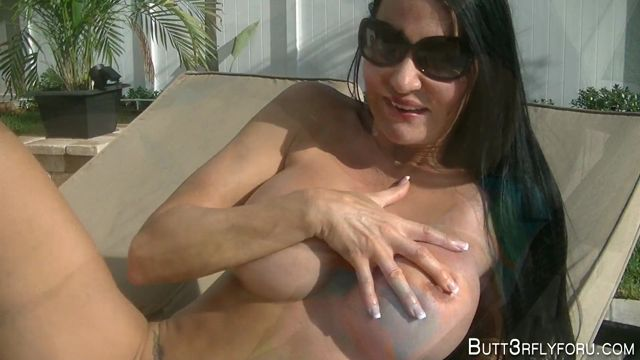 Clips4Sale_presents_Butt3rflyforU_in_Poolside_Facial.mp4.00005.jpg