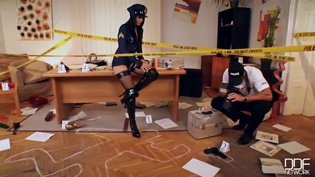 Watch Online Porn – DDFNetwork – HandsOnHardcore presents Madison Parker in Hardcore Crime Scene: Sex Addict Gets her Asshole Fucked! – 30.01.2017 (MP4, SD, 640×360)