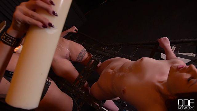 Watch Online Porn – DDFNetwork – HouseOfTaboo presents Lulu Love & Liona & Kayla Green in Smoking Hot: Lesbian Teens Ass Fucked By Busty Dominatrix – 05.01.2017 (MP4, SD, 720×400)