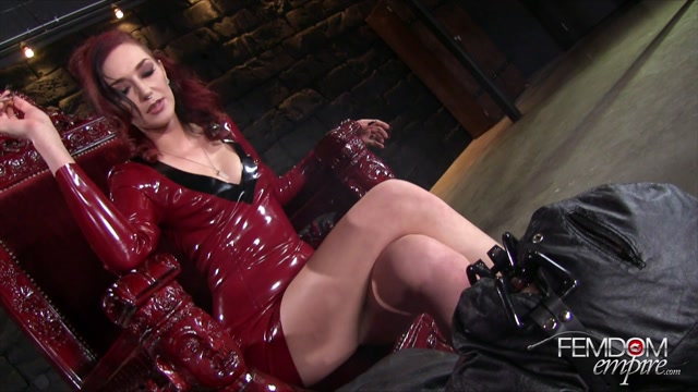 FemdomEmpire_presents_Sablique_Von_Lux_in_Amazons_Ash_Tray_-_27.12.2016.mp4.00013.jpg