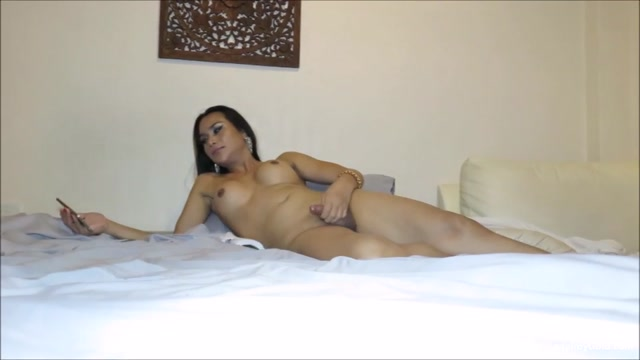 LBgirlfriends_presents_Gina_in_29yr_old_Interview___Masturbation_-_30.01.2017.mp4.00012.jpg