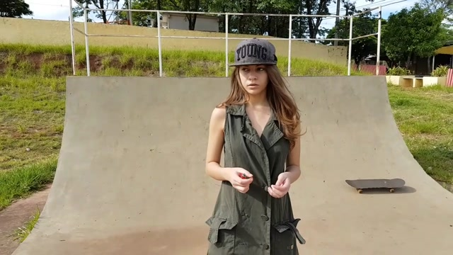Watch Online Porn – ManyVids Webcams Video presents Girl Andreza_ in Sex vibrator in public skate park (MP4, HD, 1280×720)