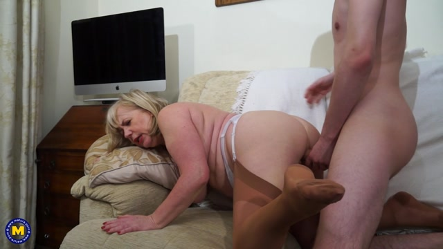 Watch Online Porn – Mature.nl presents Auntie Trisha (EU) (61) in British mature BBW doing her toyboy – 11.01.2017 (MP4, FullHD, 1920×1080)