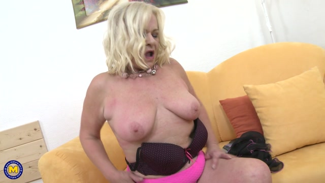 Mature.nl_presents_Sara_V.__60__in_Kinky_mature_lady_fooling_around.mp4.00007.jpg