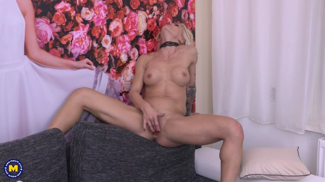 Watch Online Porn – Mature.nl presents Tonya (42) in hot MILF fingering herself – 17.01.2017 (MP4, SD, 960×540)