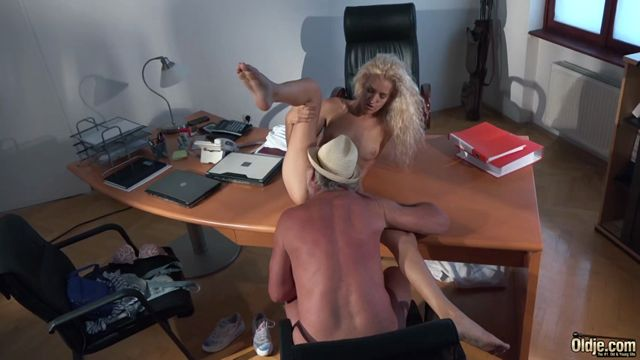 Oldje_presents_Oldje_570_Monique_Woods_in_Sexy_Loan.mp4.00009.jpg