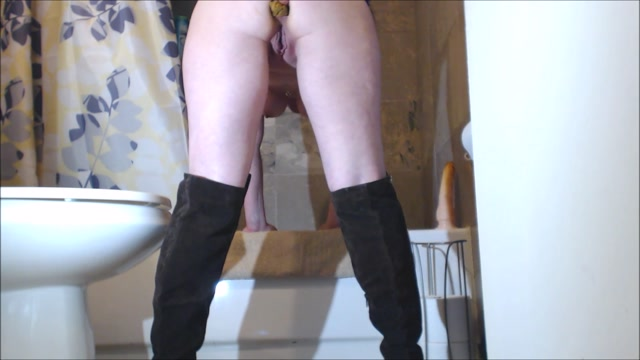 Scat_-_Woman_in_bathroom_scat_play_with_dirty_anal.mp4.00008.jpg