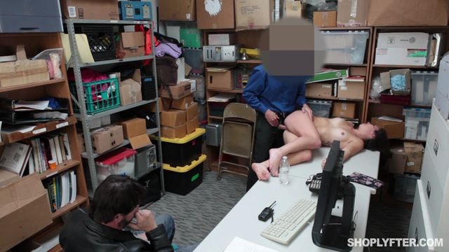 Shoplyfter_presents_Geneva_King_in_Case_No_4578288_-_18.01.2017.mp4.00008.jpg