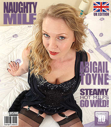 1_Mature.nl_presents_Abigail_Toyne__EU___41__in_British_MILF_fingering_herself_-_17.02.2017.jpg