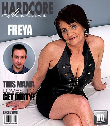 1_Mature.nl_presents_Freya__50__in_fresh_mature_lady_doing_her_toyboy_-_22.02.2017.jpg