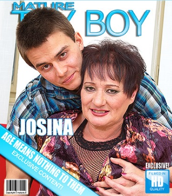 1_Mature.nl_presents_Josina__55__in_Mature_mama_gettin_all_dirty_-_17.02.2017.jpg