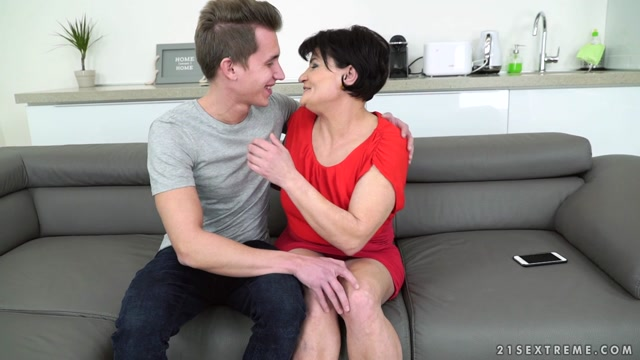 21sextreme_-_LustyGrandmas_presents_Dolly_Bee__Oliver_in_Lusty_Dolly_Bee_-_23.02.2017.mp4.00001.jpg
