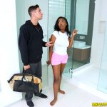 RealityKings – BigNaturals presents Daya Knight in Shower Surprise – 01.02.2017