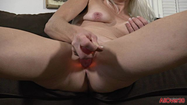 Allover30_presents_Angelique_H_42_years_old_Ladies_with_Toys_-_14.02.2017.wmv.00008.jpg
