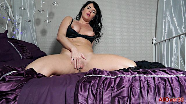 Watch Online Porn – Allover30 presents Leah H 35 years old Mature Pleasure – 02.02.2017 (WMV, FullHD, 1920×1080)