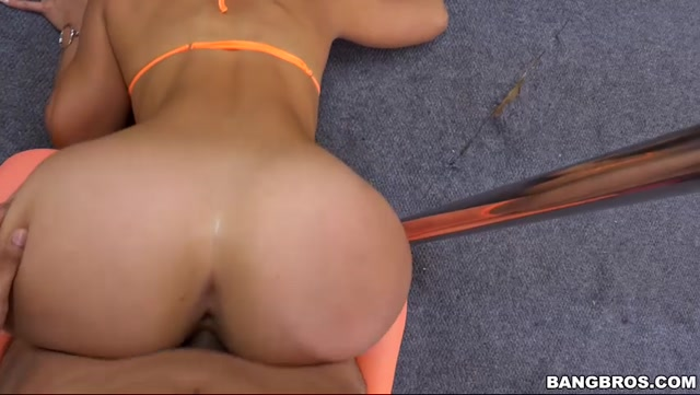 Watch Online Porn – BangBros – AssParade presents Kelsi Monroe and Her Big Ass Please A Fan – 27.02.2017 (MP4, SD, 852×480)